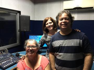 Angélica Miranda, Pro-Reitora de Extensão, com Rogerinho Borges, Secretário de Cultura e diretor da Rádio e Claudia Rangel, apresentadora do Proex em Foco