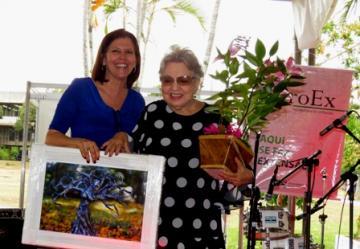Professora Maria Filina recebe homenagem da Pró-Reitora de Extensão Angélica Espinosa Miranda